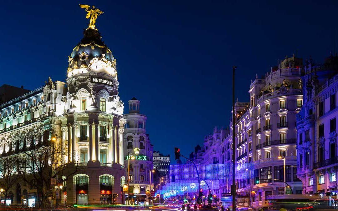 La noche se apaga en Madrid y Barcelona debido al Coronavirus. La oferta de ocio nocturno autorizado se reduce en un 80%.