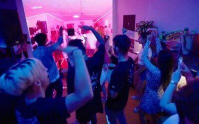 El ocio nocturno español, de líder mundial a la ruina por falta de ayudas mientras las fiestas ilegales siguen al alza y organizarlas no será delito